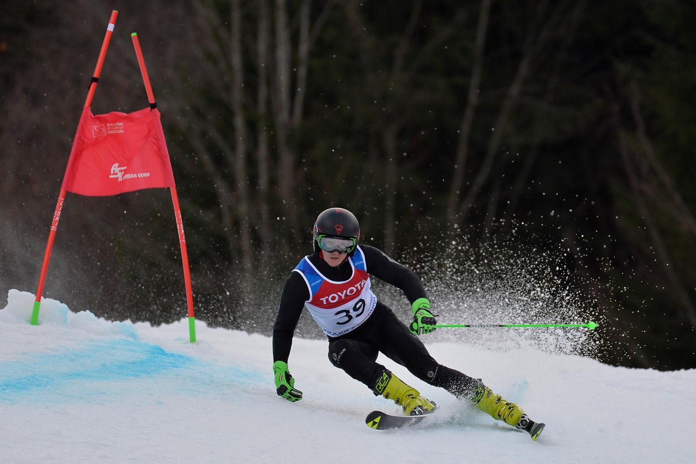 3 золотые и 1 серебряную медали завоевали российские спортсмены на 4-м этапе Кубка мира по горнолыжному спорту среди лиц с ПОДА и нарушением зрения в Словении
