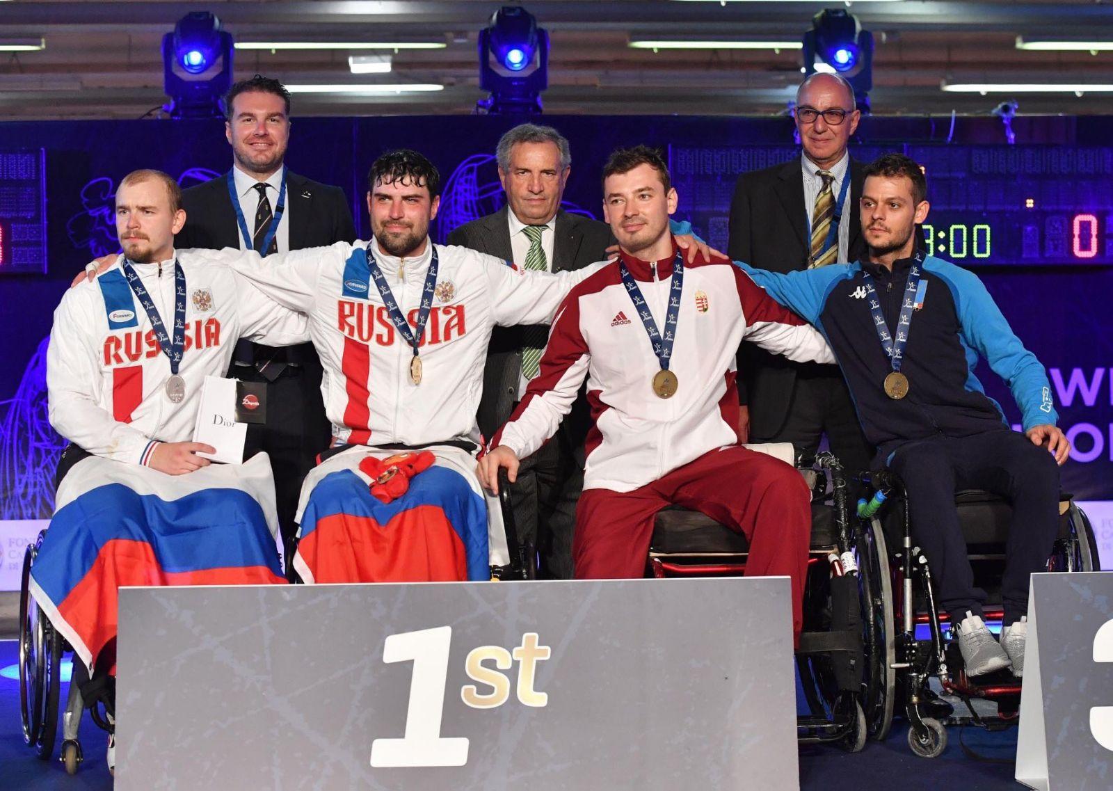 Сборная команда России по фехтованию на колясках завоевала 2 золотые, 1 серебряную и 2 бронзовые медали в первый день чемпионата Европы в Италии