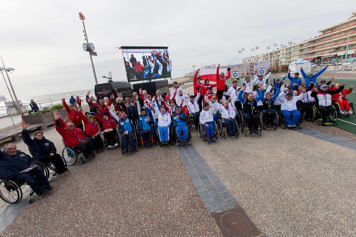 Сборная команда России по стрельбе из лука завоевала первое общекомандное место на чемпионате Европы во Франции