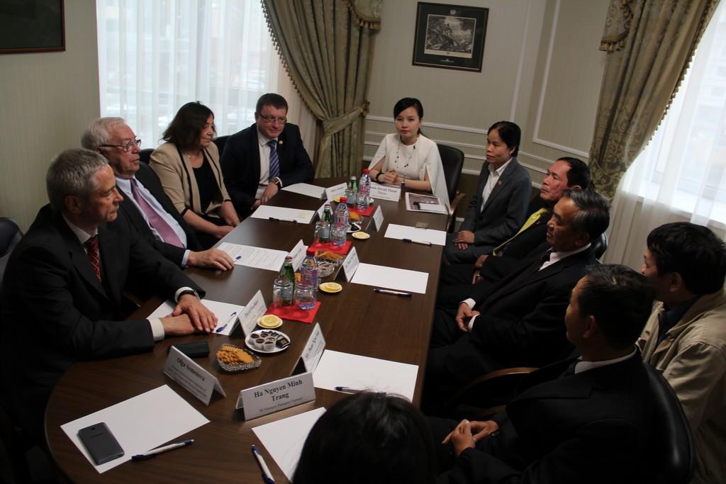 В.П. Лукин, П.А. Рожков провели рабочую встречу с руководителями Паралимпийского комитета Вьетнама, где был подписан Меморандум о расширении сотрудничества в области паралимпийского спорта между Россией и Вьетнамом