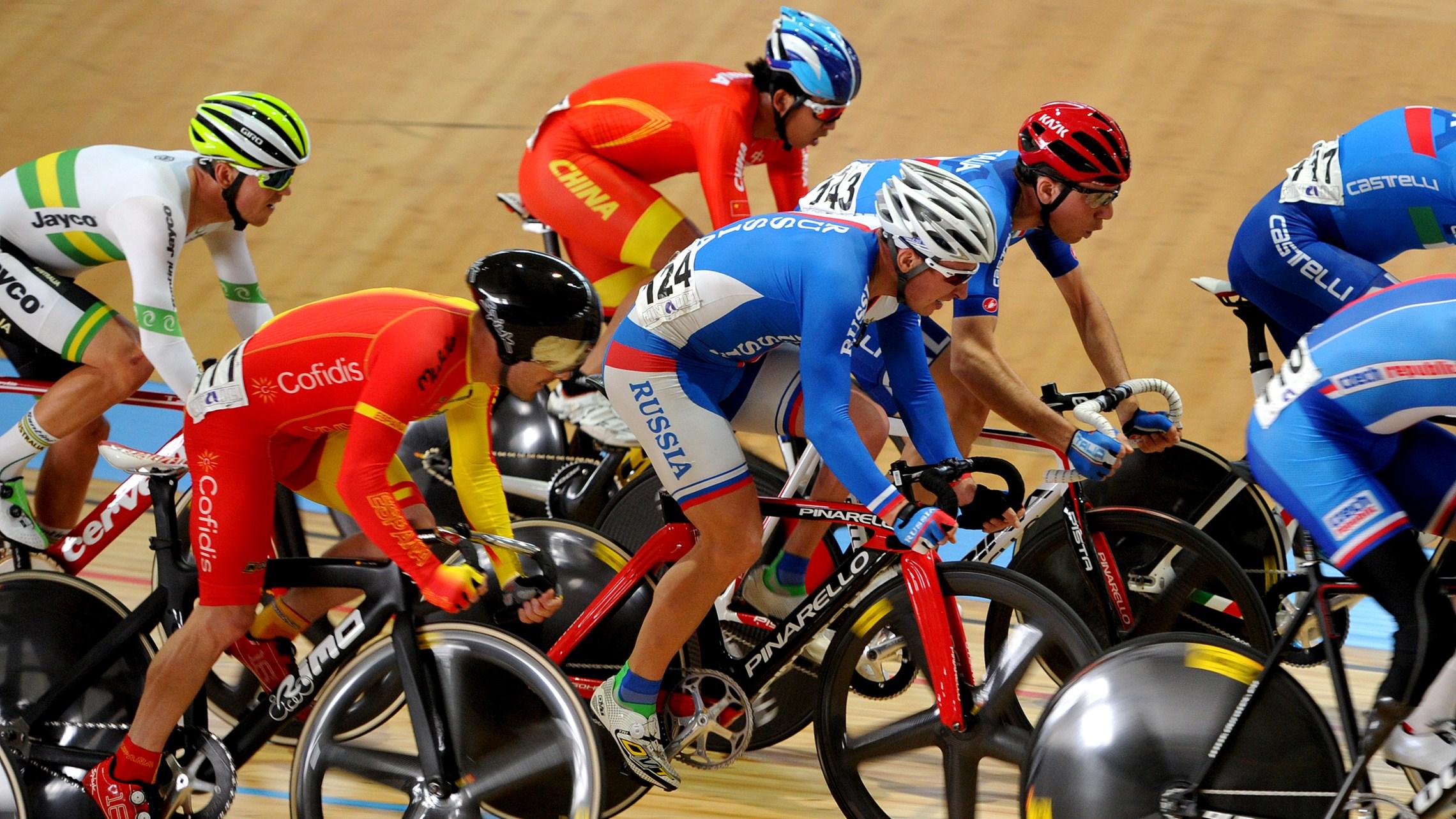 Россиянин Алексей Обыденнов завоевал золотую медаль на чемпионате мира по велоспорту в Италии, Сергей Пудов выиграл бронзовую награду