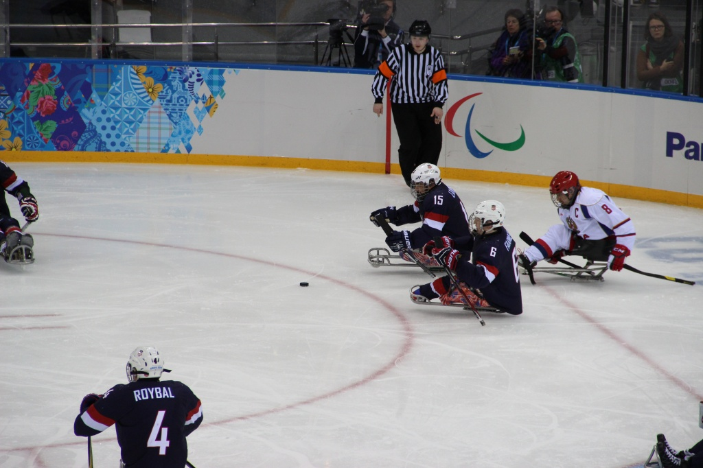 Сборная России по хоккею-следж обыграла сборную США  со счетом 2:1  и вышла в полуфинал Паралимпиады