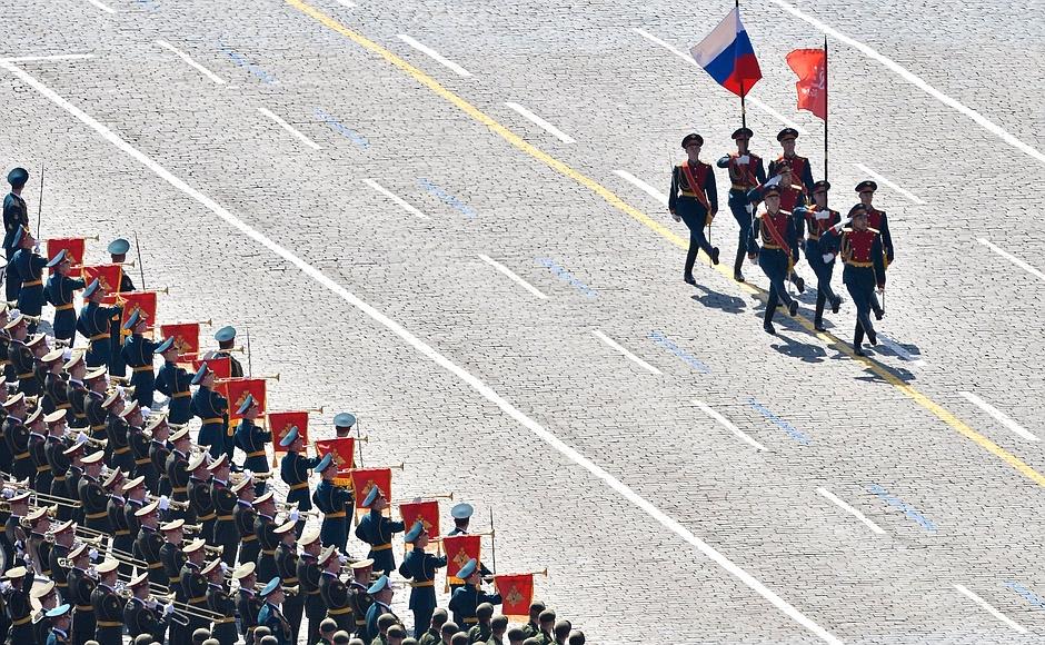 В.П. Лукин, П.А. Рожков, Л.Н. Селезнев на Красной площади приняли участие в просмотре Военного парада в ознаменование 70-летия Победы в Великой Отечественной Войне