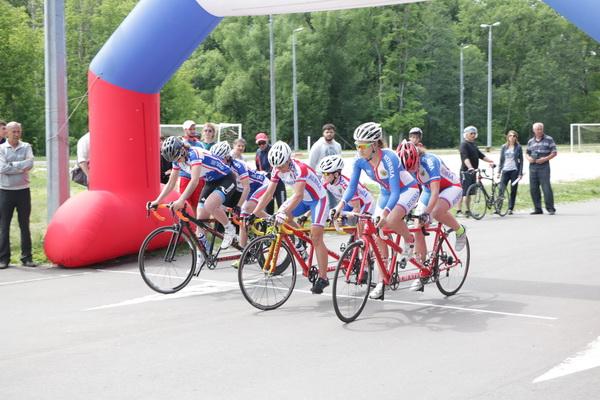 Виктория Кленова и Виктория Дрокина вырвали победу на финише в Кубке России по велоспорту-тандем среди лиц с нарушением зрения