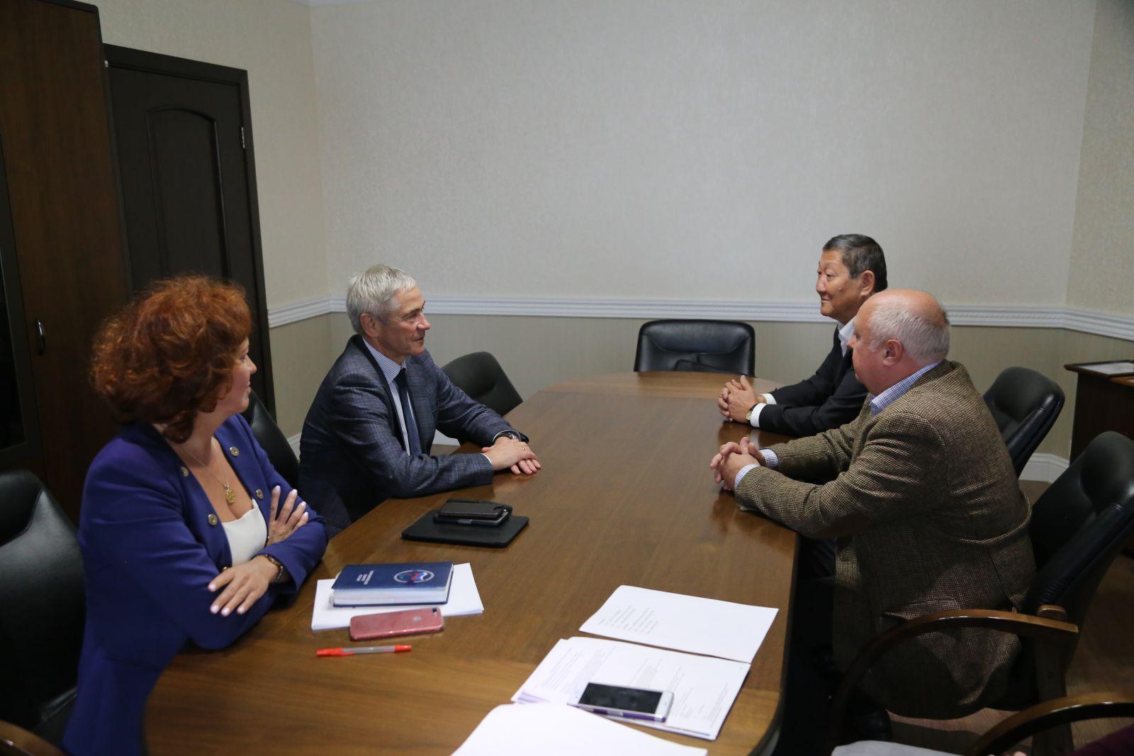 П.А. Рожков в офисе ПКР встретился с президентом Российской федерации стрельбы из лука В.Н. Ешеевым