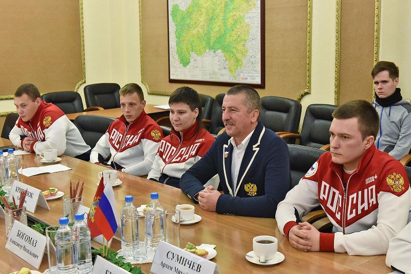 Губернатор Брянской области А.В. Богомаз провел встречу со спортсменами-паралимпийцами и тренерами Брянской области