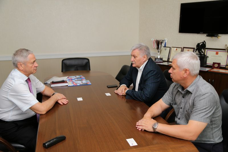 П.А. Рожков в офисе ПКР провел рабочую встречу с заместителем Министра спорта Республики Крым В.А. Сениным