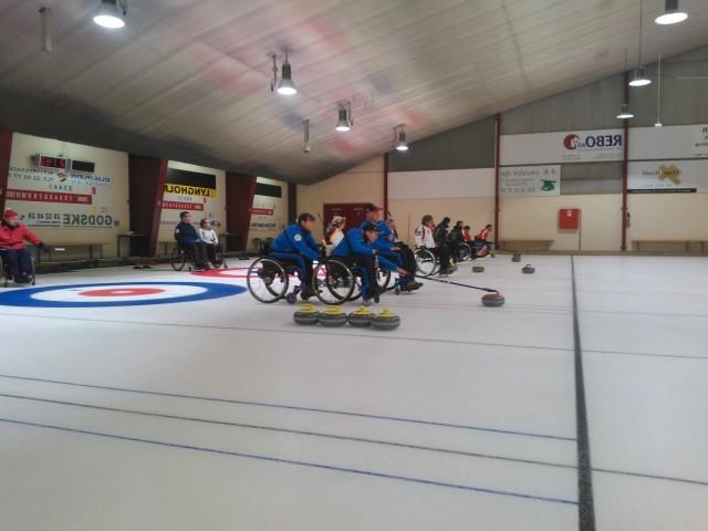 В г. Копенгагене (Дания) стартовали международные соревнования по керлингу на колясках