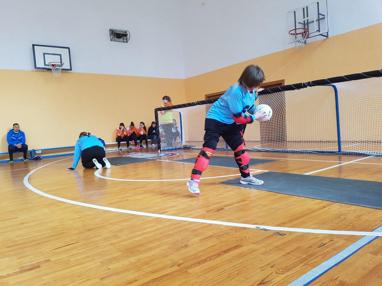 Семь мужских и шесть женских команд вступили в борьбу за звание чемпионов России по торболу спорта слепых в Подмосковье