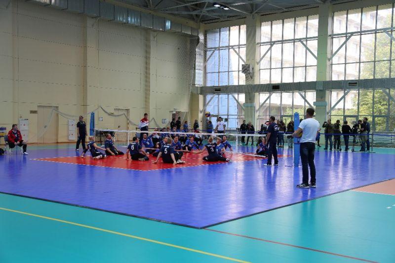 Сборные Свердловской области и города Москвы стали победителями чемпионата России по волейболу сидя среди мужчин и женщин