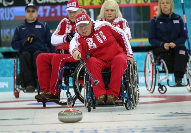 Cборная команда России по керлингу на колясках  обыграла сборную команду США со счетом 6:5