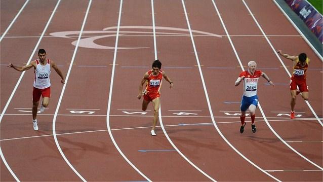 Во вторник  российские паралимпийцы завоевали 13 медалей – семь золотых, две серебряные и четыре бронзовые. Всего в активе россиян 62 награды (23-22-17)