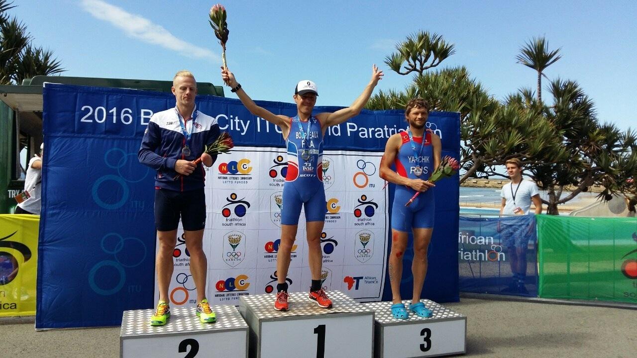 Российский спортсмен Александр Ялчик завоевал бронзовую награду на первом этапе Мировой серии по паратриатлону в ЮАР
