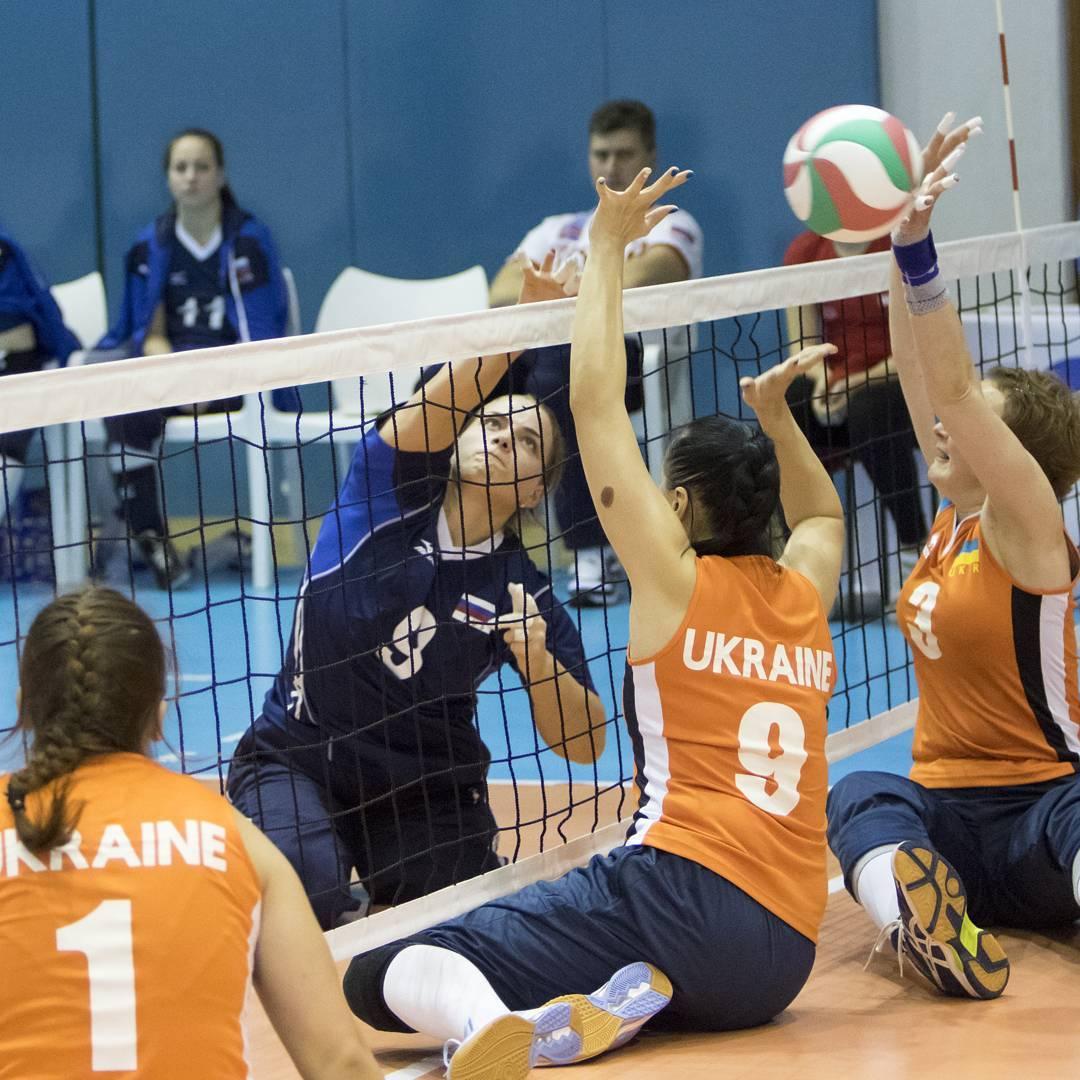 Мужская и женская сборные команды России по волейболу сидя вышли в полуфиналы чемпионата Европы, проходящего в Хорватии