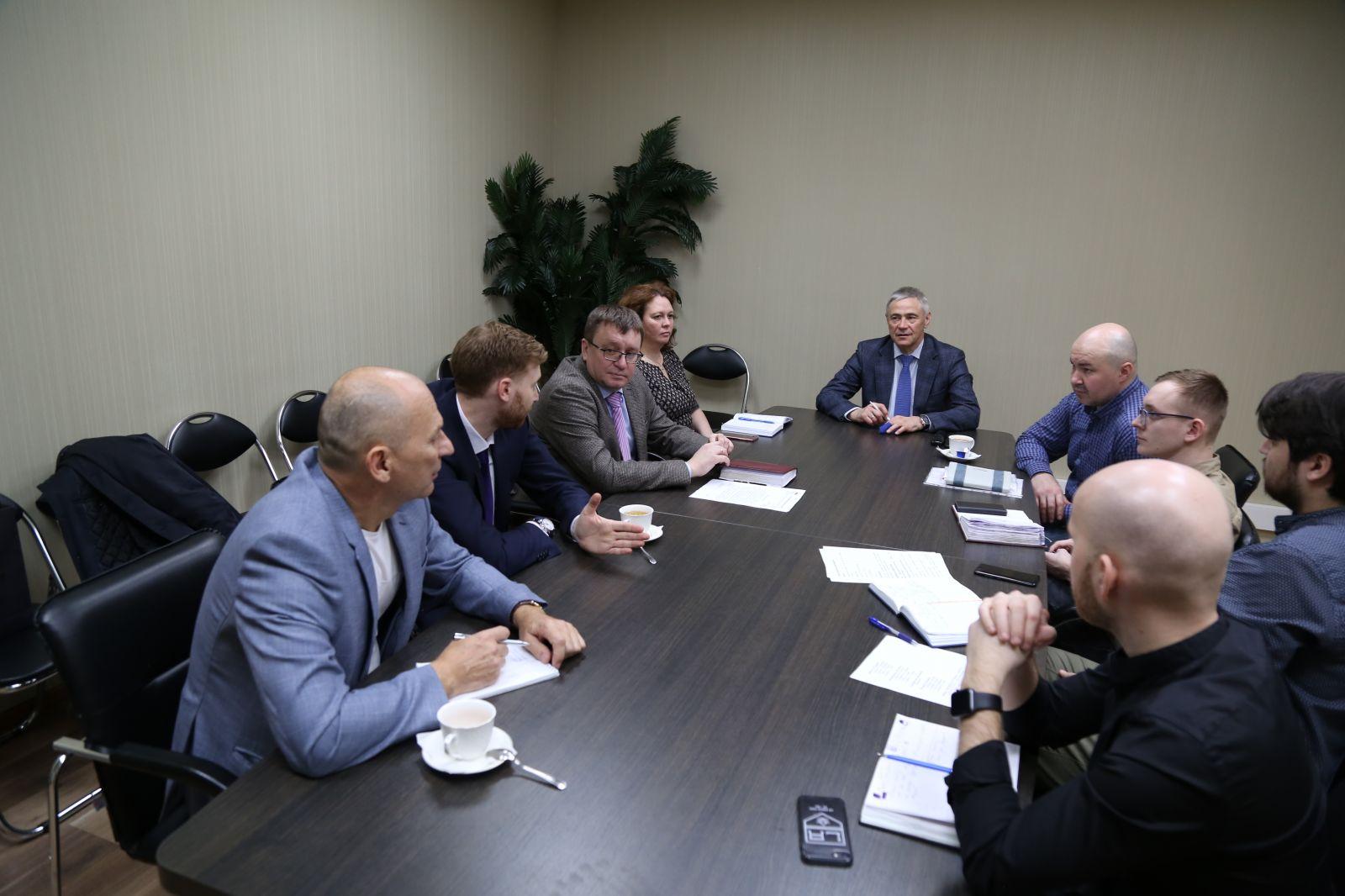 П.А. Рожков в офисе ПКР провел рабочую встречу с руководителем управления развития Молодежной хоккейной лиги и Женской хоккейной лиги КХЛ С.Г. Яковлевым
