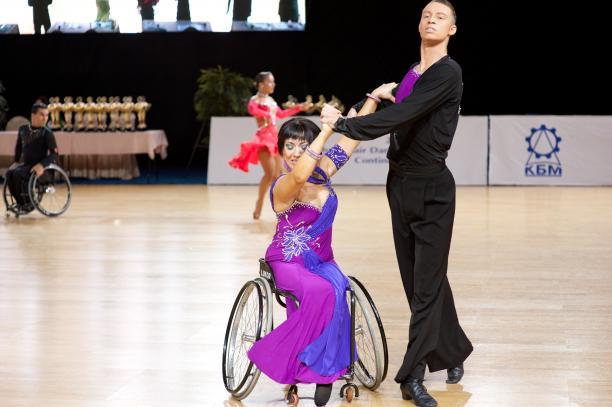 Поддержим Галину Рыжкову - 4-кратную чемпионку Кубка мира-Кубка континентов по танцам на колясках в голосовании за лучшего спортсмена сентября на сайте международного паралимипийского комитета!