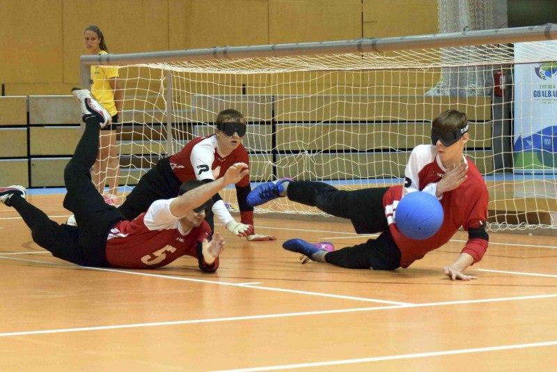Молодежные сборные команды России по голболу спорта слепых завоевали серебряные и бронзовые награды на первенстве мира в Венгрии