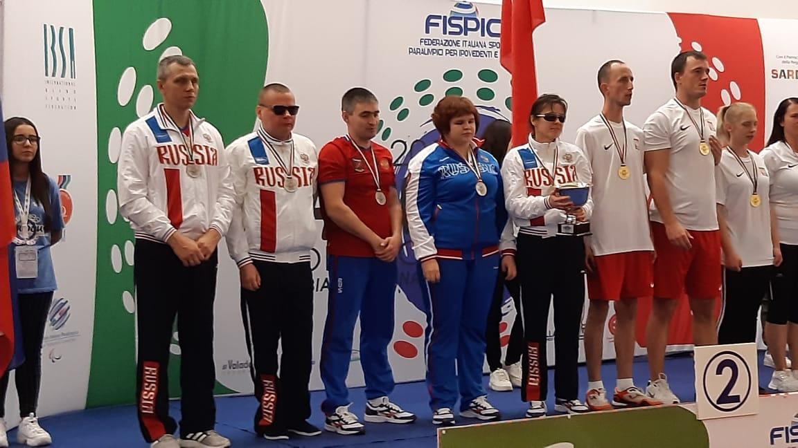 Серебряную и бронзовую медали завоевала сборная команда России по настольному теннису спорта слепых (showdown) на чемпионате мира в Италии