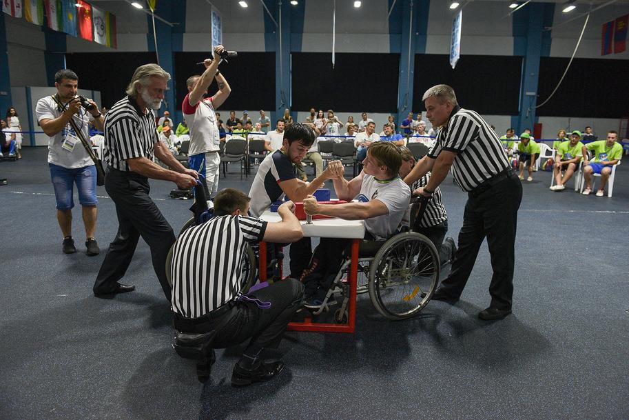 Российские спортсмены во вторник завоевали 8 золотых медалей и убедительно выиграли командный зачет в армспорте на Всемирных играх IWAS в Сочи