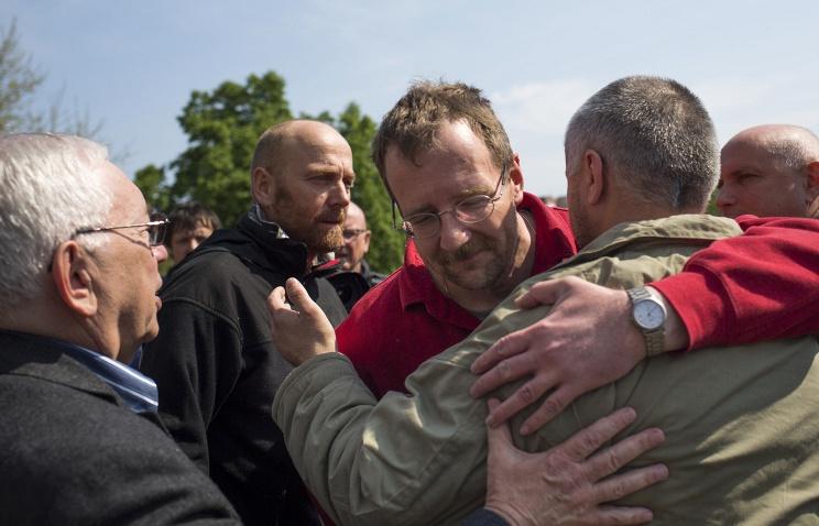 1 мая В.П. Лукин выехал на Юго-Восток Украины в качестве специального представителя Президента РФ для ведения переговоров об освобождении захваченных ранее наблюдателей ОБСЕ
