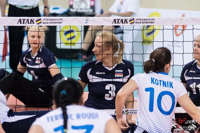 Женская сборная команда России по волейболу сидя одержала 4 победу на чемпионате мира, проходящем в эти дни в Польше