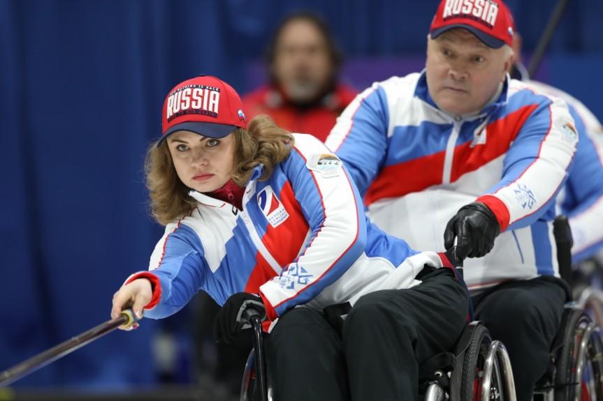 Сборная команда России по керлингу на колясках в первый день чемпионата мира нанесла поражение сборным Германии и Эстонии