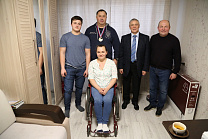 Pavel Rozhkov, Sergey Lalakin in Podolsk met with an athlete from a Paralympic archery team, medalist of the World and European Championships, multiple champion of Russia